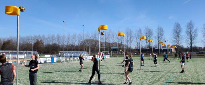 Korfbalactiviteit 3 april: warmlopen, rekken & strekken